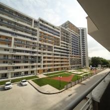 Вид дома и спортивная площадка